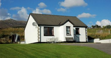 Tarlogie is a small 2-bedroom detached bungalow sleeping up to 4 people.